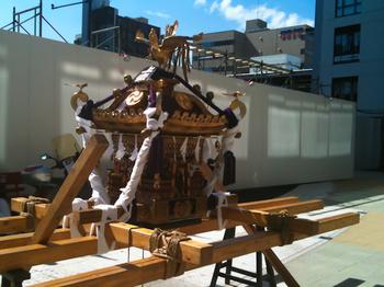 ナカメアルカス 中目黒アトラスタワー 上目黒一丁目 お祭り 八幡様 神輿